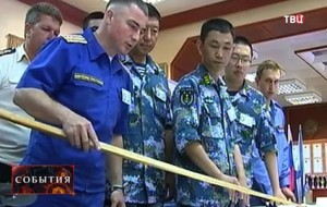 Joint Russian Chinese officers together